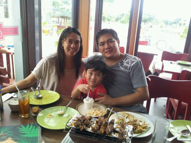Edwin with his wife and son, they live in Cavite, Philippines
